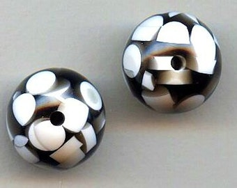 Black and White Large Lucite Bead - This Springs Big Fashion Color Trend -  Group of 12 Beads