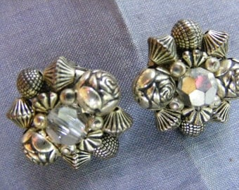 Beautiful Vintage Earbobs Clip Style