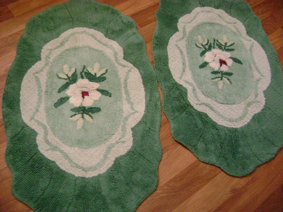 "Gorgeous RARE Vintage Chenille (1) Rug - Sweet Magnolia - Jadeite Green - Teal - Oval Scalloped Border 47"" x 27"""