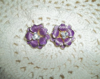 Gorgeous Clip-On Earrings Pink Etched Flowers Earrings With Three Clear Rhinestones