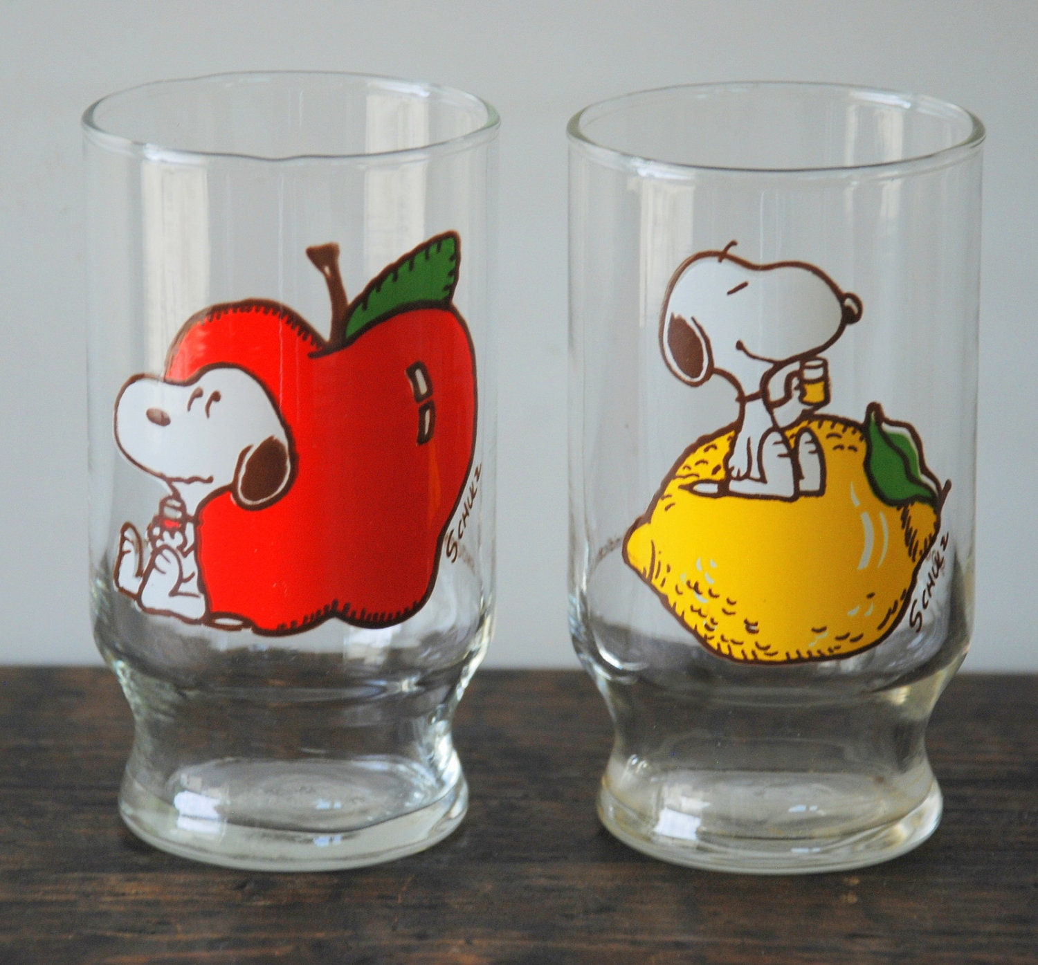 How To Take Scratches Out Of Glasses >> Black Friday Sale 2 Vintage Snoopy Clear Glass Juice Glasses