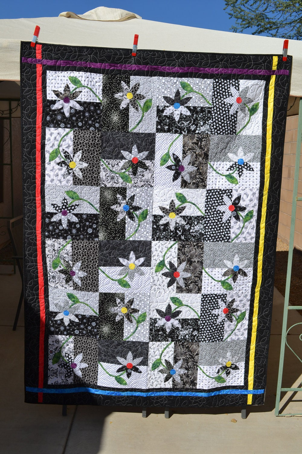 Black Amp White Upsy Daisy Twin Quilt
