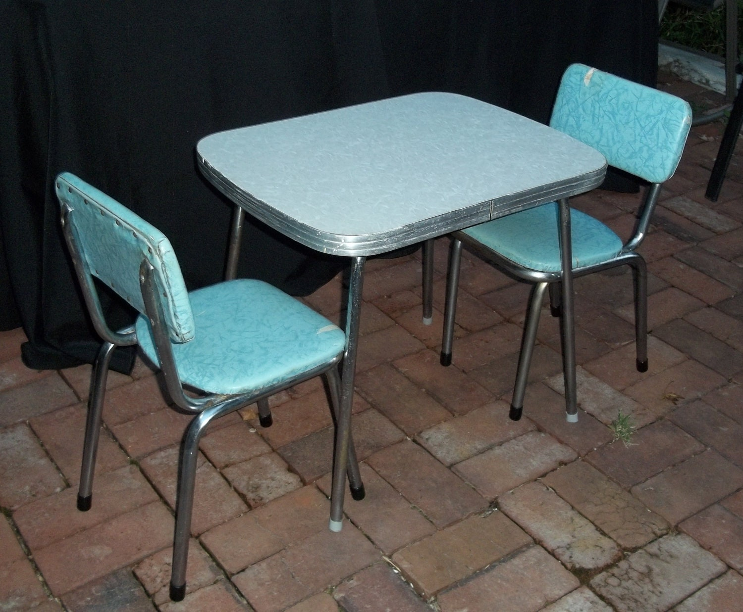 Vintage mid century chrome and vinyl play table and chair set for Table and chair set