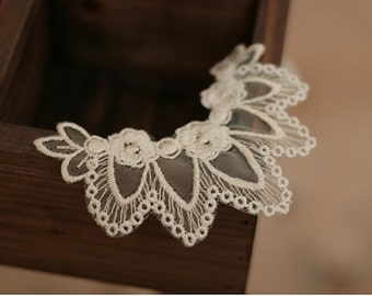 10 pieces White Lace Aplique with Five Leaves