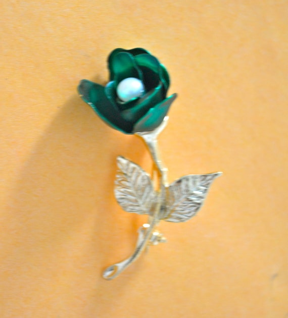 GREEN Rose BROOCH, Made With Enamel, Faux Pearl, Gold Tone, VINTAGE Brooch, Clearance Sale