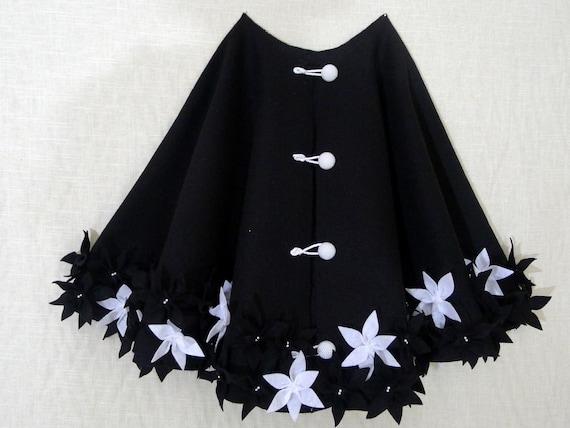"Clearance: 50"" Christmas tree skirt in Black Polyester felt with random white flowers"