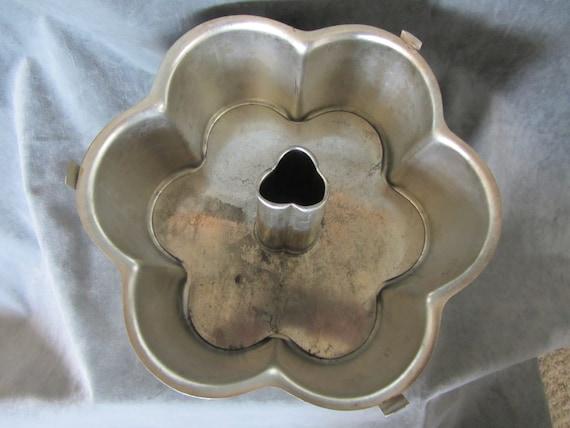 Vintage Flower Shaped Angel Food Cake Pan