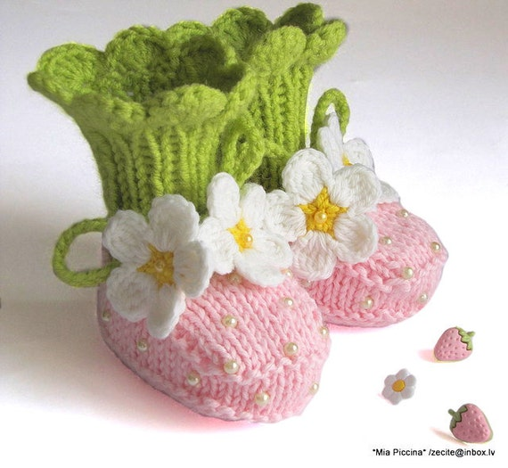 Intarsia Knitting Patterns For Children : Knit Baby Booties Pink Strawberry Booties Hand Knit Baby Girls