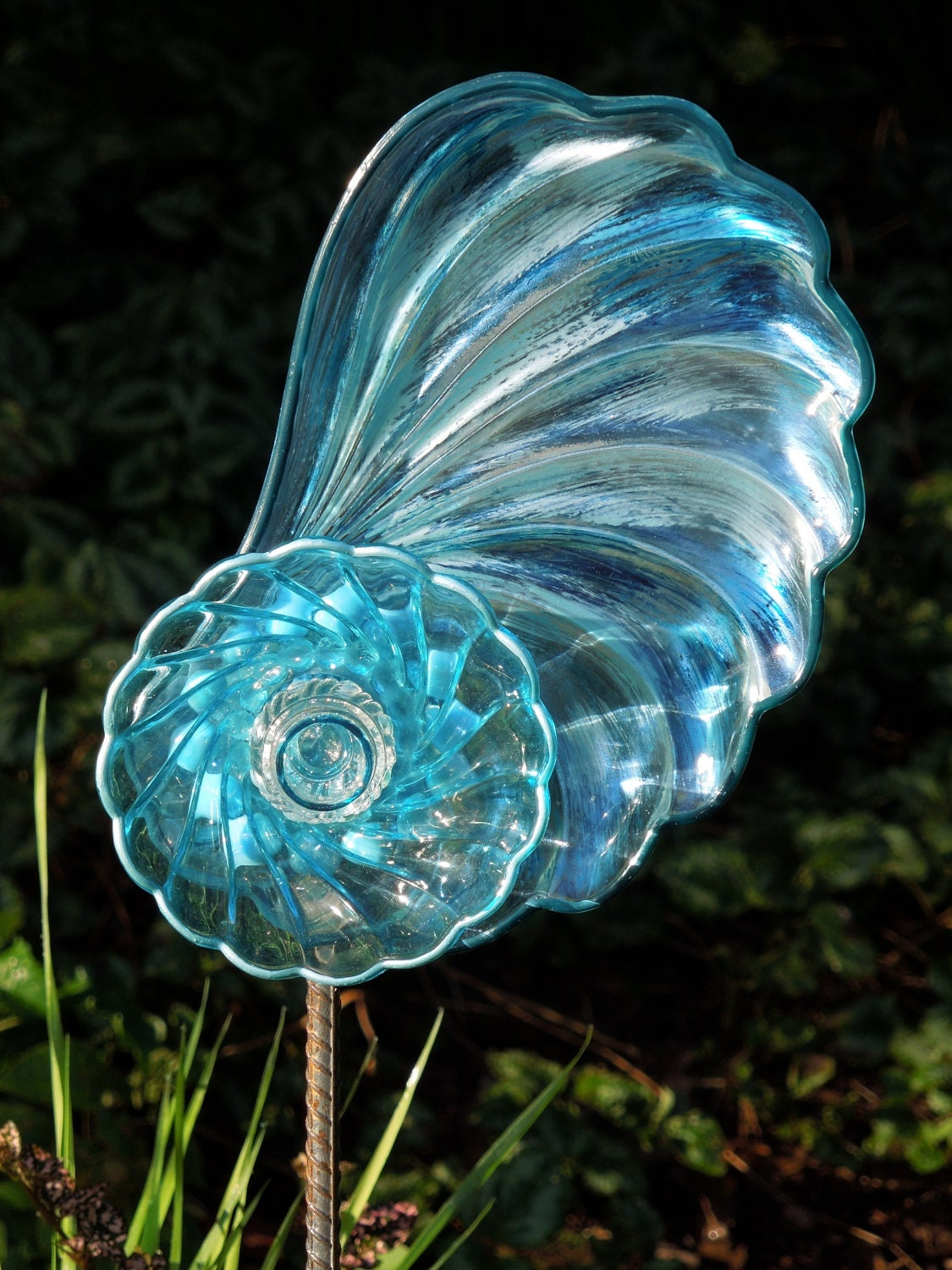 Glass yard art glass plate flowers for garden or yard for Recycled glass flowers