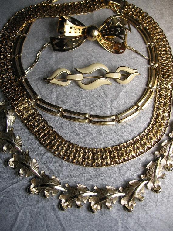 Vintage 5PC Jewelry Lot Monet Choker Brooch