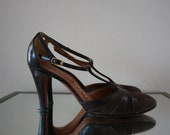 Vintage 1940's T-strap Chocolate Colored Suede Heels size 7