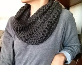drop stitch cowl // charcoal gray