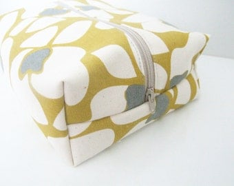 Make up Bag  - Cosmetic Pouch - Diaper Bag -  Lunch Bag - Wet Bag -Waterproof Bag