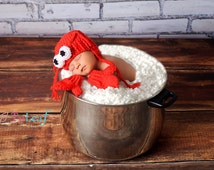 Lobster Hat and Mitten Gloves Newborn Red Crochet Set