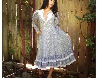 PRETTY Pale Blue GUNNE SAX Dress with White Flowers Vintage 70s Prairie Hippie Boho Dolly Kei