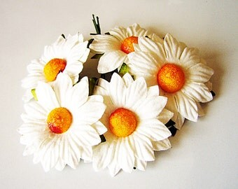 10 pcs - White mulberry paper medium chamomiles
