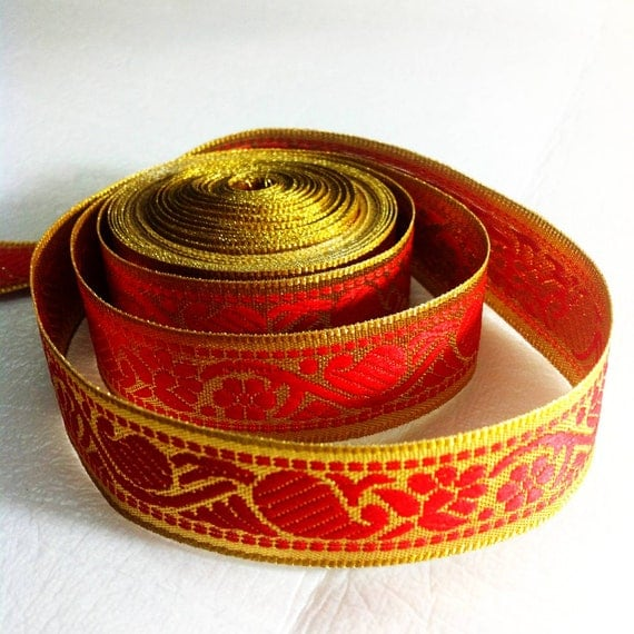 Red and gold paisley trim lace gold background - 1 yard