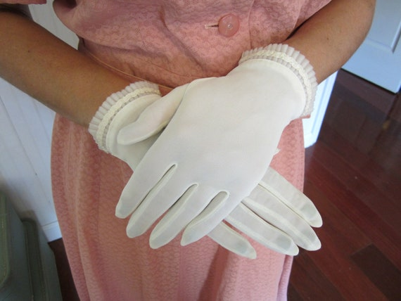 Miss May - 1950's short white nylon gloves with beautiful wrist detail