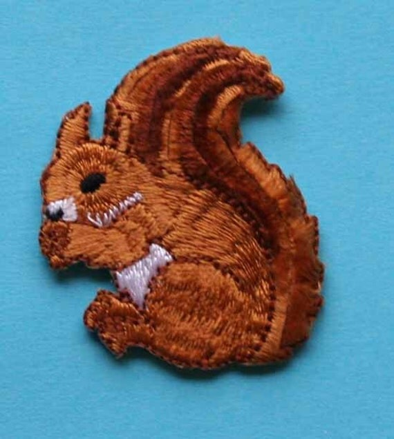 ID 0716 Squirrel w/ Fuzzy Tail Embroidered Iron On Applique Patch
