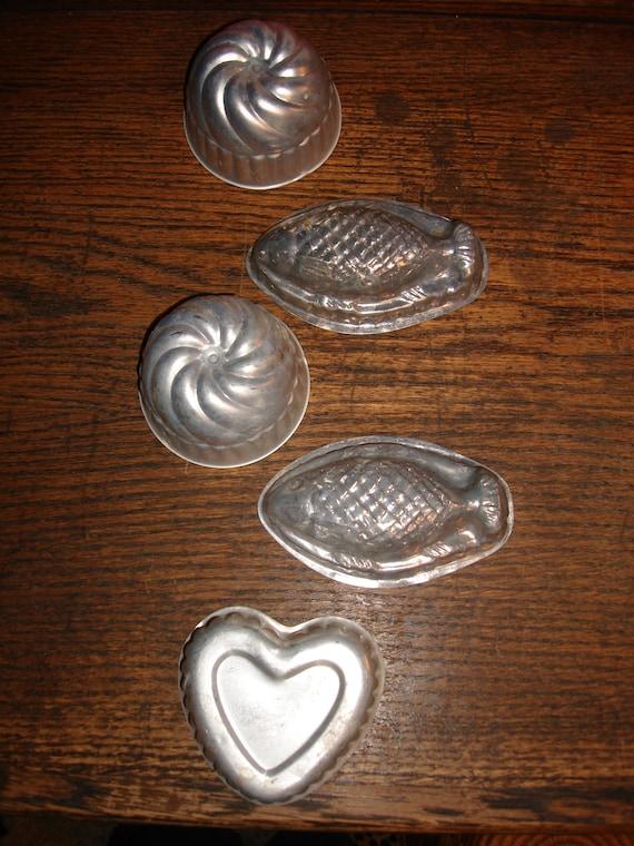 Vintage 1950 39 s aluminum assorted jello molds heart fish for Aluminum molds for fishing