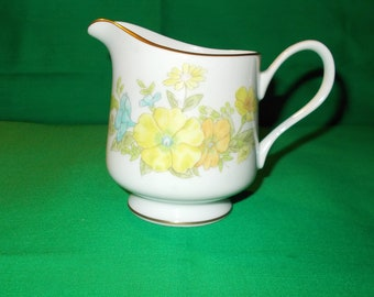 One (1), 8 oz. Creamer from EKCO International, in the Spring Bouquet Pattern
