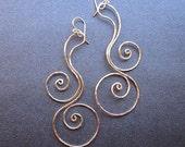 Hammered swirl dangle earrings Nouveau 92