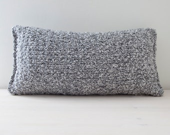 Black/white knitted pillow