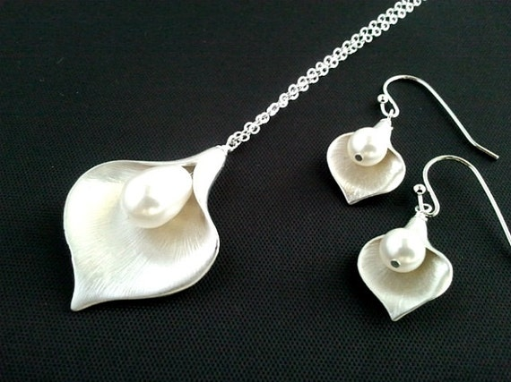 Calla lily jewelry Wedding Necklace ,Earring set, Mom, Grandma,Sister, Mother, statement, Bridal Jewelry BridesmaidGift