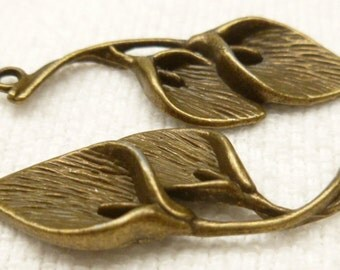 Antiqued Bronze Tone Lily Charm (4) - A30