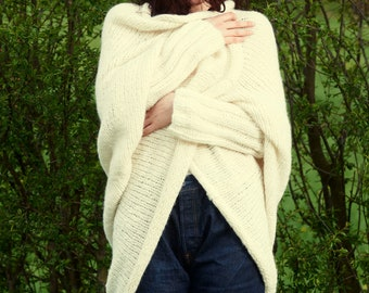 Bolero, hand-knitted and hand-embroidered, super cosy alpaca wool mix
