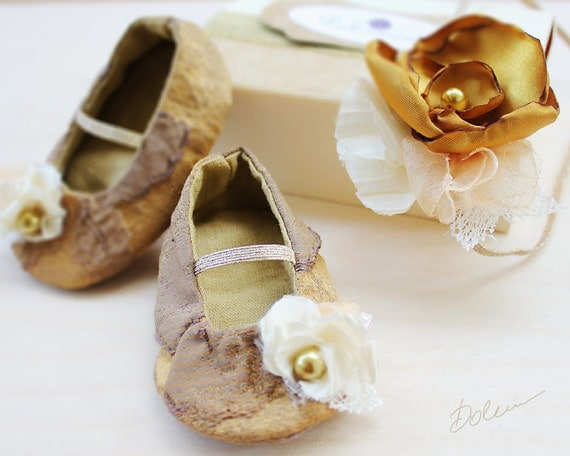 Newborn baby shoes e gold ivory elastic flower headband