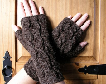 Alpaca fingerless gloves / wrist warmers brown