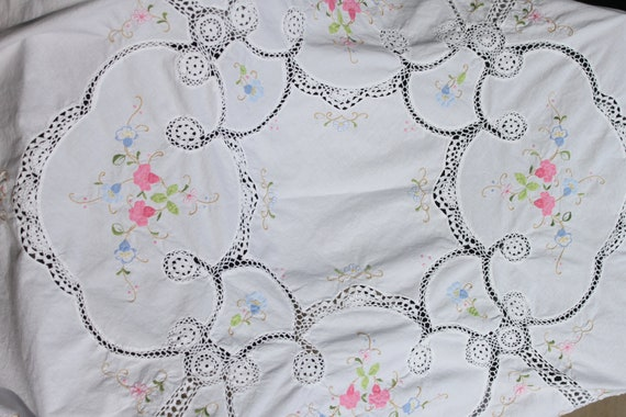 """Vintage White ROUND 60""""  tablecloth with Pink and Blue, Crochet, EMBROIDERY and APPLIQUE flowers Gorgeous"""