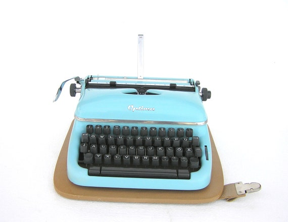 Typewriter Optima Elite light pale blue 1953 in very good working condition new ribbon