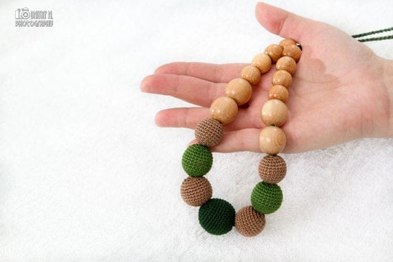Nursing necklace/Teething crochet mom necklace - juniper wood natural jewelry - green, mocha - certified organic cotton.