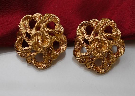 Vintage Monet goldtone clip on earrings