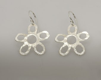 Flower- Sterling Silver Earrings, Flowers earring,  Hammered Flower,dangle earrings