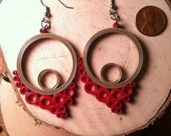 Flowing Circles Quilled Earrings - Gray Red