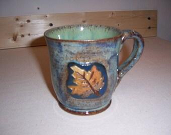 Stoneware mug with autumn leaf motif