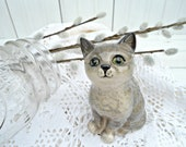 Vintage Royal Doulton Cat Figurine - grey kitten sitting made in England - mamadupuis