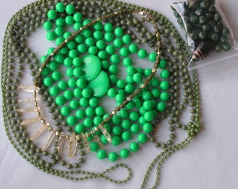 Lot of green vintage jewelry