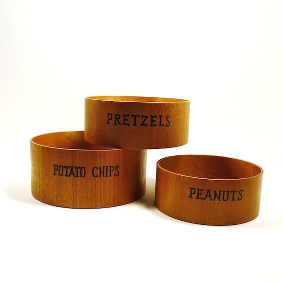 vintage wooden snack bowls  //  chip bowl set, retro typography, peanuts, pretzels, 60s, kitchen housewares, mid century entertaining