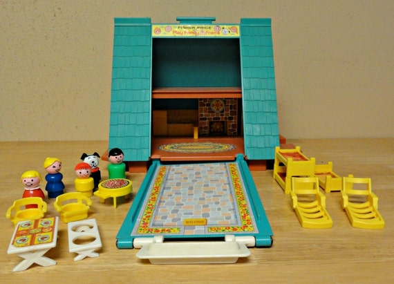 Vintage FISHER PRICE Little People Play Family A Frame 990