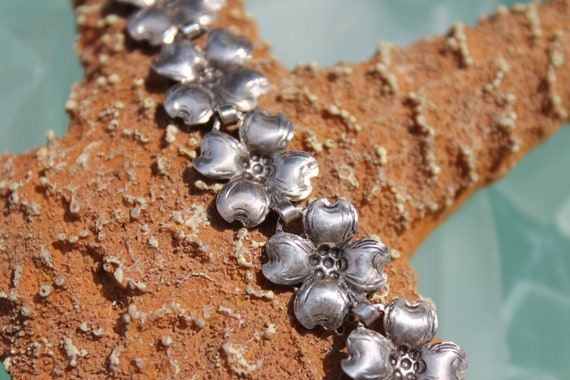 "Circa 1950s Beau Sterling Silver Dogwood Flower Link Bracelet - Length 7 1/4"""