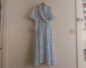 40s vintage women's large light blue floral sheer robe, has torn cuff