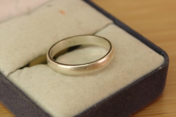 Vintage Silver Wedding band size 8, men's or women's