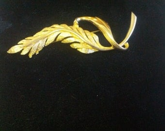 Pedo signed 1963 Vintage gold toned leaf brooch