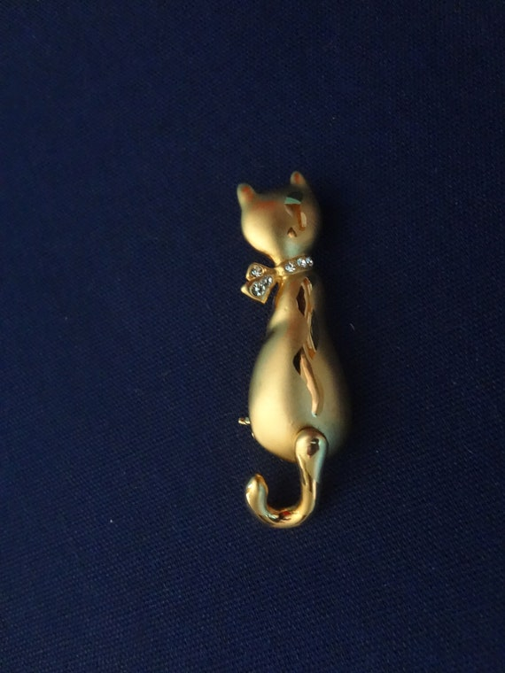 Gold Cat Brooch Pin Swinging Tail Warm Kitty Soft Kitty Little Ball Of Fur