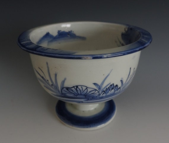 Vintage oriental asian Chinese Blue and White Footed Bowl/ Bowl