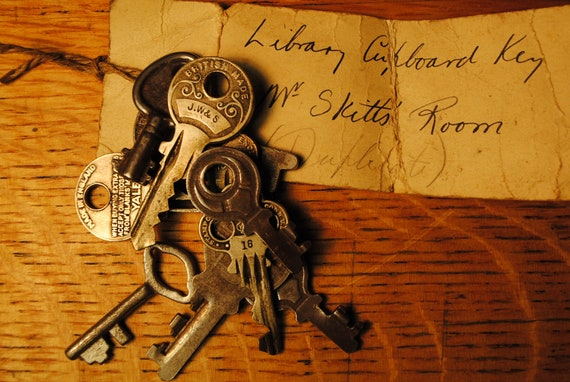 reserved RESERVED KEYS keys english school keys Antique 10 lovely variety Patina Details  Made in England  objects de art lot number 19